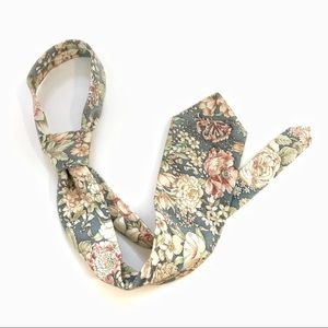Boston Trader | Grey Floral linen neck tie